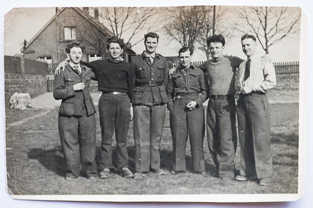 Groupe de 6 k 1906 vi j 43